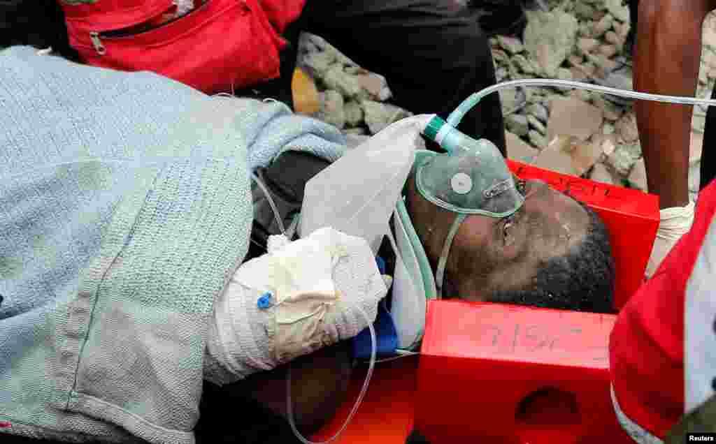 JEUDI.Une femme a été sortie vivante jeudi des décombres d'un immeuble qui s'est effondré il y a six jours à Nairobi, au Kenya, causant la mort d'au moins 33 personnes. LIRE L'ARTICLE ICI.