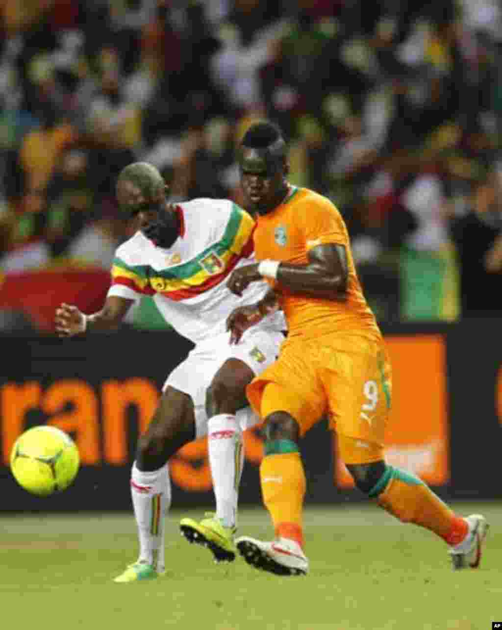 Ivory Coast's Ismael Tiote (9) fights for the ball against Mali's Bakare Traore during their African Nations Cup semi-final soccer match at the Stade De L'Amitie Stadium in Gabon's capital Libreville February 8, 2012.