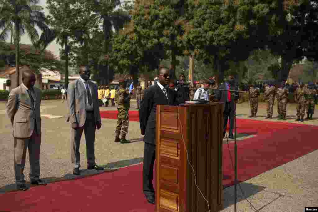 Central African transitional parliament chief Alexandre Nguendet gives a speech in Bangui, Jan. 13, 2014.