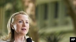 美國國務卿克林頓星期四在夏威夷大學發表演講。