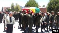 El sargento Juan José Alcón Parra, que fuera atacado por una turba en la Estación Policial Integral de El Alto, falleció el 18 de noviembre. Hoy es su sepelio. Yvinka Gonzálvez/VOA.