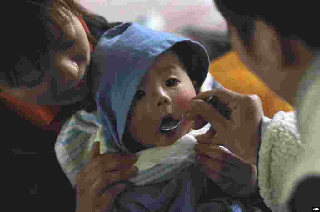 Убежище для пострадавших от землетрясения и вызванного им цунами в Японии. 17 марта 2011 год