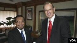 Menteri Pertanian Indonesia Suswono dalam pertemuan dengan Menteri Pertanian Australia Joe Ludwig di Jakarta. (Foto: Dok)