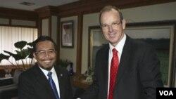 Menteri Pertanian Indonesia Suswono dalam pertemuan dengan Menteri Pertanian Australia Joe Ludwig di Jakarta (20/6).