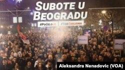 """Razglednica koja se deli na protestu u Beogradu pod sloganom """"Jedan u pet miliona"""", Foto: Glas Amerike"""