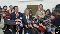 李孟贤(中)就任代市长前会见媒体记者