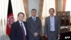 Từ trái sang: Chuyên gia Đinh xuân Quân, Thống đốc Herat (tỉnh lớn thứ 2 của Afghanistan) và Giám đốc Kinh tế Herat