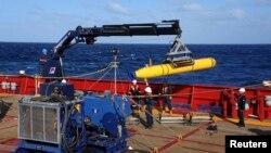 ElBluefin 21, un vehículo submarino a control remoto, entraría en acción si se confirman las señales electrónicas emitidas por la caja negra del avión desaparecido.