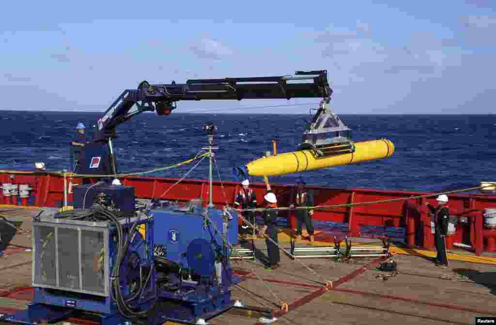 The Bluefin 21, the Artemis autonomous underwater vehicle (AUV), is hoisted back on board the Australian Defence Vessel Ocean Shield after a successful buoyancy test in the southern Indian Ocean as part of the continuing search for the missing Malaysia Airlines plane, April 4, 2014.