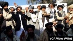 د افغان حکومت او طالبانو استازو څه موده مخکې په لومړي ځل د پاکستان په مرې کې مخامخ خبرې وکړي.