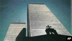 Ο Αγ. Νικόλαος με φόντο του Δίδυμους Πύργους πριν την 11η Σεπτεμβρίου 2001