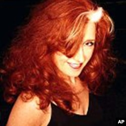才华横溢的蓝调摇滚女吉它手、词曲作家兼歌手Bonnie Raitt