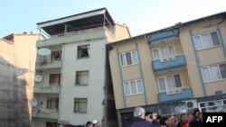 Nhà cửa bị hư hại trong trận động đất ở Thổ Nhĩ Kỳ hôm 20/5/11