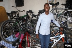 Jeffrey Mulaudzi, a former bicycle thief, is now a successful entrepreneur and founder of Alexandra Bicycle Tours. (D. Taylor/VOA)