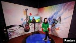 22 سالہ کرشمہ ناز اپنے پروگرام کی ریکارڈنگ کراتے ہوئے