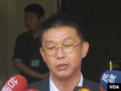 台湾执政党民进党立委许智杰(美国之音张永泰拍摄)