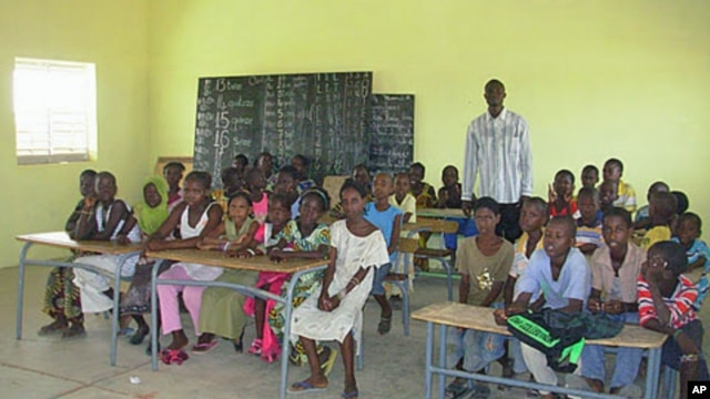 Students at Thiabakh elementary school sit in the classroom at Ndioum refugee camp in Ndioum, Senegal, November 2011.