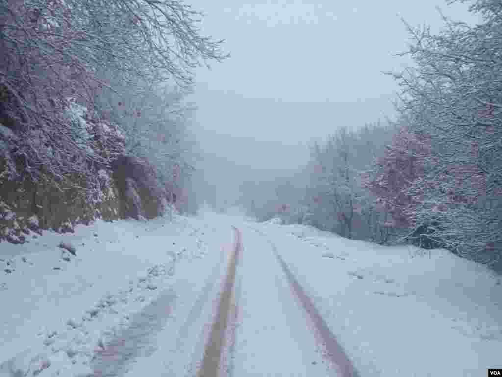 جاده برفی، بخش گلیداغ شهرستان کلاله- استان گلستان عکس: مهراله بختیاری (ارسالی شما)