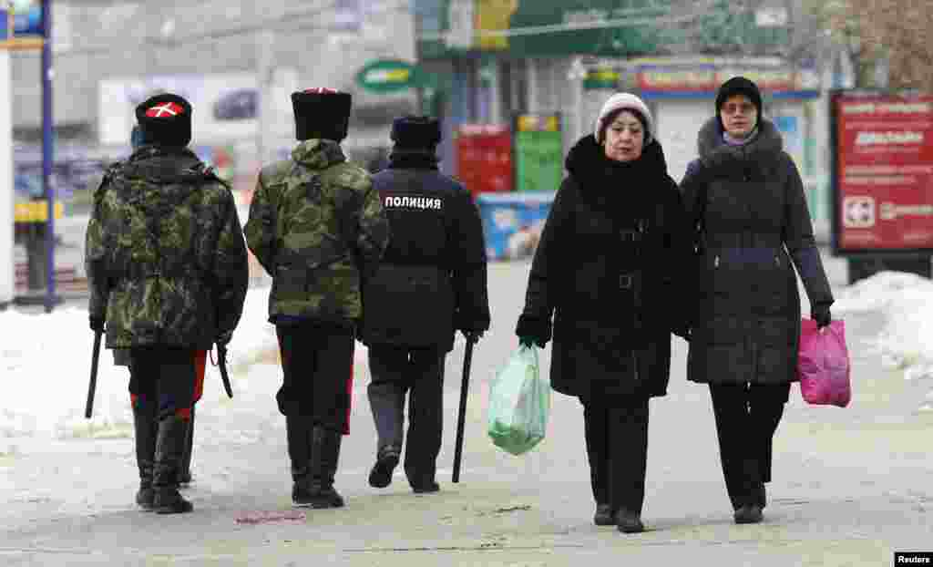 Security personnel patrol the streets, central Volgograd, Russia, Jan. 1, 2014.