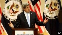 Ngoại trưởng John Kerry phát biểu tại trường đại học Virginia về chính sách ngoại giao, 20/2/2013.