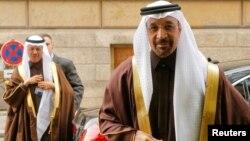 지난해 11월 오스트리아 빈에서 열린 석유수출국기구(OPEC)와 비 OPEC 산유국 각료회의 현장에 칼리드 알팔리(오른쪽) 사우디아라비아 에너지 장관 등이 입장하고있다.