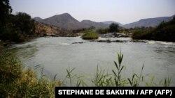 La rivière Kunene, près des chutes d'Epupa, dans le nord de la Namibie, à la frontière avec l'Angola, le 20 août 2010.