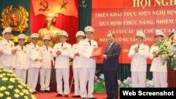 Thủ tướng Nguyễn Xuân Phúc biểu dương ngành công an. Photo: Báo Công an nhân dân