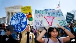 Protest pristalica prava na abortus ispred Vrhovnog suda, mart 2020.