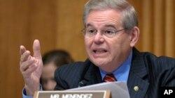 로버트 메넨데즈 미국 의회 상원 외교위원장. (자료사진)