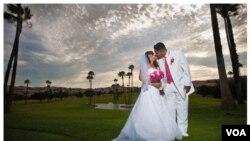 Data terbaru menunjukkan, jumlah pasangan rumah tangga yang resmi menikah di AS kini kurang dari separuhnya.