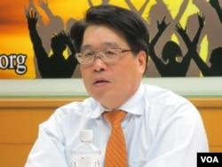 台灣民意基金會董事長游盈隆教授(美國之音張永泰拍攝)