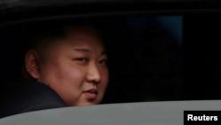 Kim Jong Unមេដឹកនាំកូរ៉េខាងជើងគីម ជុងអ៊ុន បានមកដល់ស្ថានីយ៍រថភ្លើងក្នុងទីក្រុង Dong Dang ប្រទេសវៀតណាមកាលពីថ្ងៃទី២៦ ខែកុម្ភៈ ឆ្នាំ២០១៩។