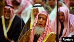 FILE - Saudi Arabia Grand Mufti, Sheikh Abdul Aziz Al-Asheikh, prays during a funeral at the Grand Mosque in Riyadh, Feb. 2008.