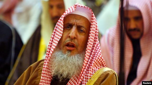 FILE - Saudi Arabia Grand Mufti, Sheikh Abdul Aziz Al-Asheikh, prays during a funeral at the Grand Mosque in Riyadh, Feb. 2008.