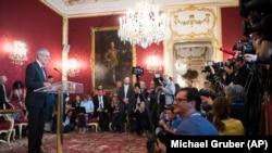 Президент Австрії Александер ван дер Беллен під час прес-конференції 18 травня 2019 року, після того як канцлер Австрії Себастьян Курц оголосив про припинення існування правлячої коаліції