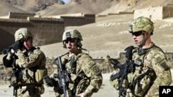 三位美国陆军军人在阿富汗 很多美国士兵将来会复员