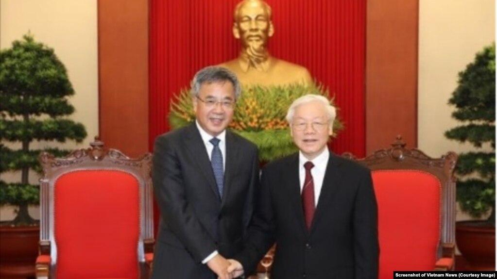 Tổng bí thư Nguyễn Phú Trọng (phải) tiếp Phó Thủ tướng Trung Quốc Hồ Xuân Hoa tại Hà Nội hôm 12/9. Ông Trọng kêu gọi hai bên hợp tác trong vấn đề Biển Đông tại cuộc gặp mặt này.