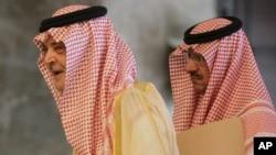 沙特阿拉伯外交大臣(左)抵达会场,与欧盟外交政策负责人阿什顿会面(资料照片)