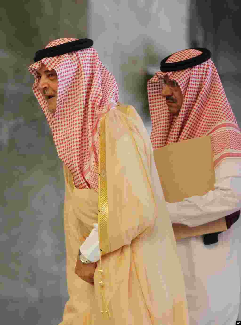 Arab davlatlar Suriyadagi muxolif kuchlarni quvvatlamoqda
