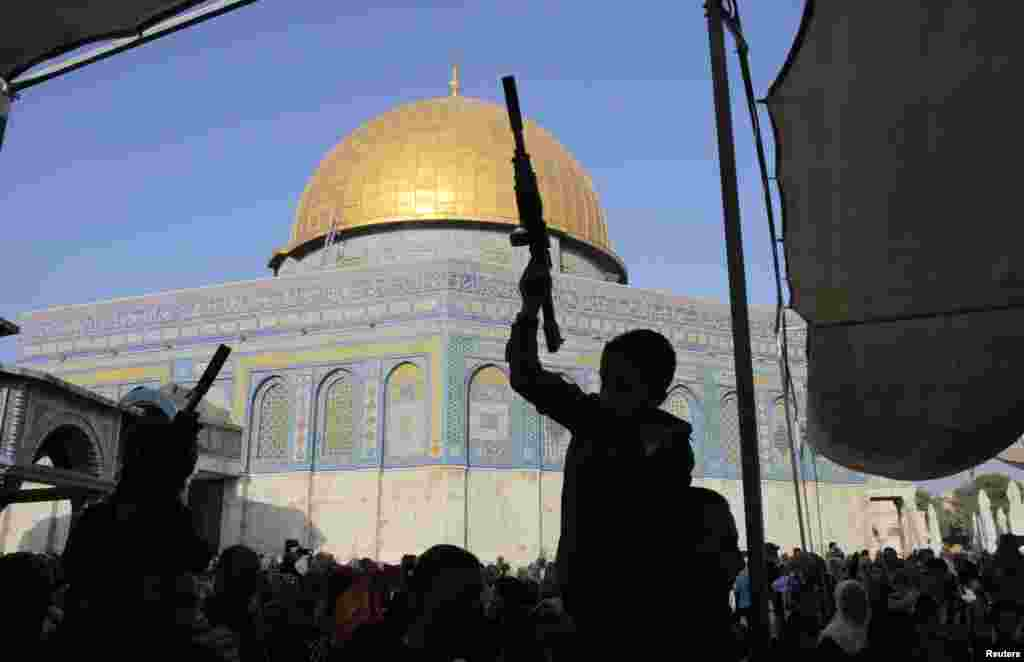 Palestinian children hold toy guns near the Dome of the Rock during a protest against Israel's military offensive in Gaza, on the compound known to Muslims as al-Haram al-Sharif and to Jews as Temple Mount, in Jerusalem's Old City, July 28, 2014.