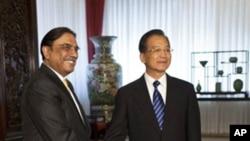 中国总理温家宝7月8号在北京会见巴基斯坦总统扎尔达里
