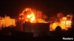 اسرائیلی طیاروں کے حملوں کے بعد غزہ میں کئی علاقوں میں آگ بھڑک اٹھی۔ 25 مارچ 2019