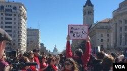 واشنگٹن میں خواتین کا مظاہرہ۔ فائل فوٹو