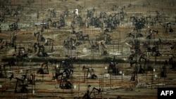 Ladang minyak Kern River milik perusahaan Chevron di kota Bakersfield, California (foto: dok).