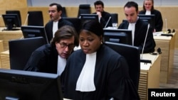 Prosecutor of the International Criminal Court Fatou Bensouda (R) and senior trial lawyer Eric MacDonald are seen at the confirmation of charges hearing in Laurent Gbagbo's pretrial at the ICC in The Hague, February 19, 2013.