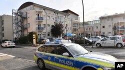 Polisi Jerman di depan hunian untuk warga lansia di kawasan Ahlen, Jerman, 21 Agustus 2018. (Foto: dok).