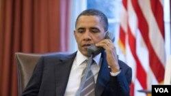 Presiden Barack Obama melakukan pembicaraan telepon di Gedung Putih (foto: dok.)