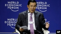 Cambodia's Prime Minister Hun Sen speaks during a session at the World Economic Forum On East Asia in Jakarta , Indonesia, Monday, April 20, 2015. (AP Photo/Achmad Ibrahim)