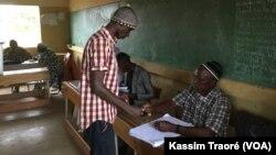Un bureau de vote à Bamako, le 12 août 2018.