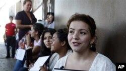 Kemenangan kembali Obama sebagai presiden Amerika memberi harapan kepada para imigran gelap di Los Angeles mengenai perombakan kebijakan imigrasi, seperti Dream Act yang memungkinkan mahasiswa imigran bisa mempunyai izin tinggal (foto: Dok).